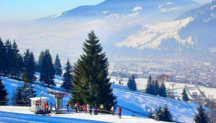 Pârtiile de schi din Moldova:  Vatra Dornei, Carlibaba, Mălini, Gura Humorului, Durău si Piatra Neamţ