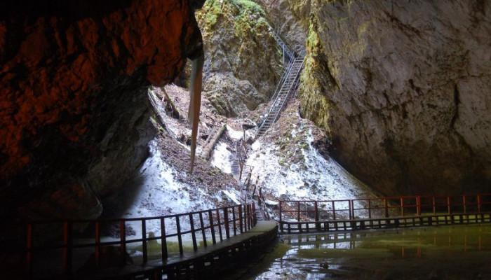 Peșteri splendide din România