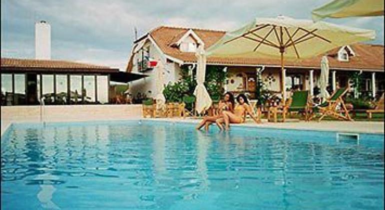 Complex Turistic Country Club La Mesteceni Sebes