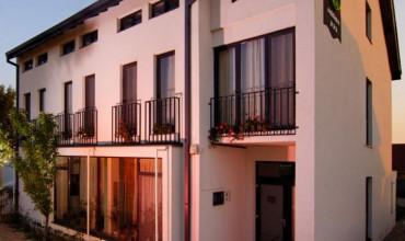 Vila  May Residence Dumbravita